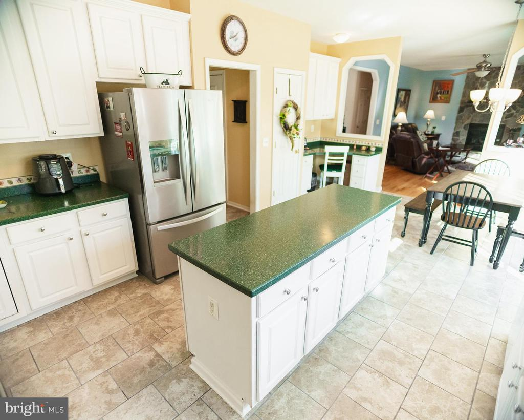 Kitchen with Corian Counter Tops - 20176 MOUNTAIN TRACK RD, ORANGE