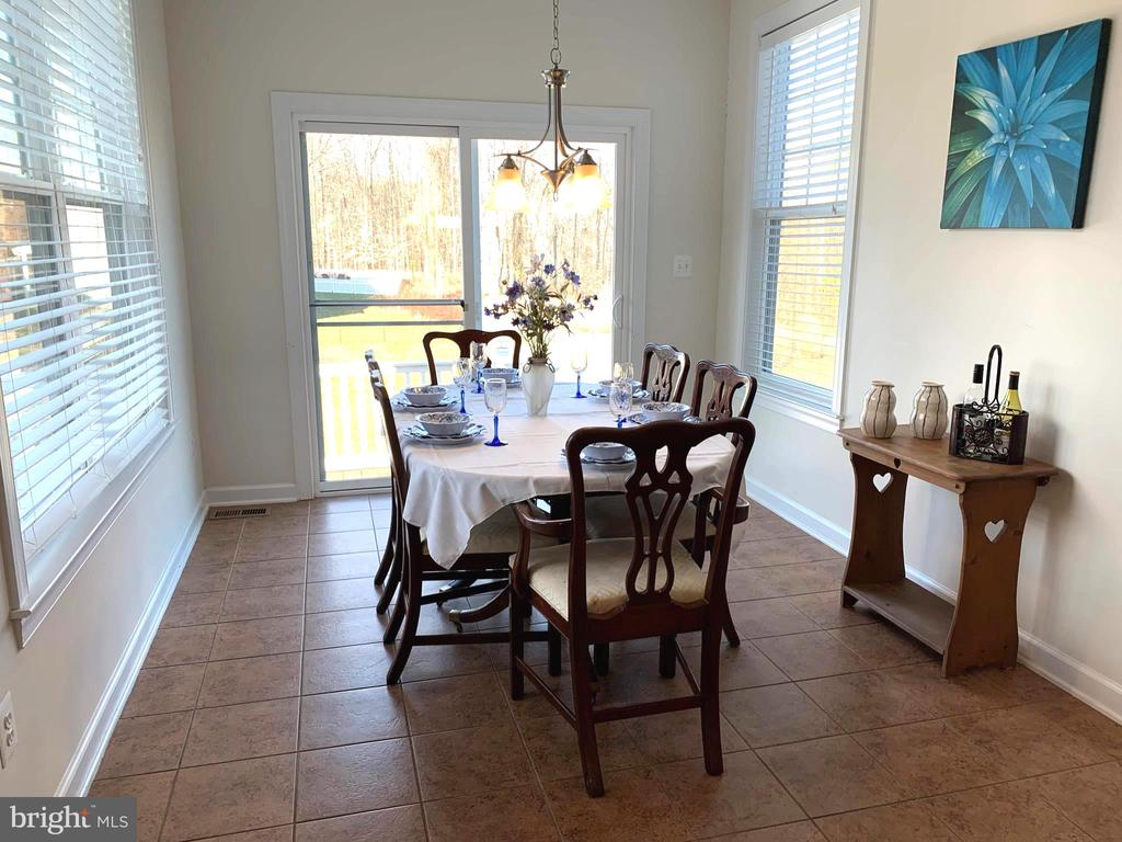 Formal Dining Open to Deck W Lots of light - 812 MORAN DR, ANNAPOLIS