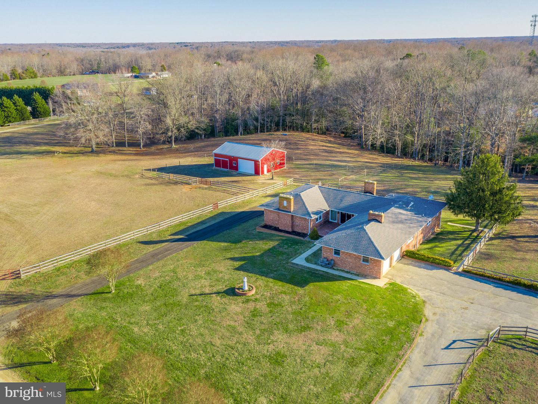 Single Family Homes pour l Vente à Chaptico, Maryland 20621 États-Unis