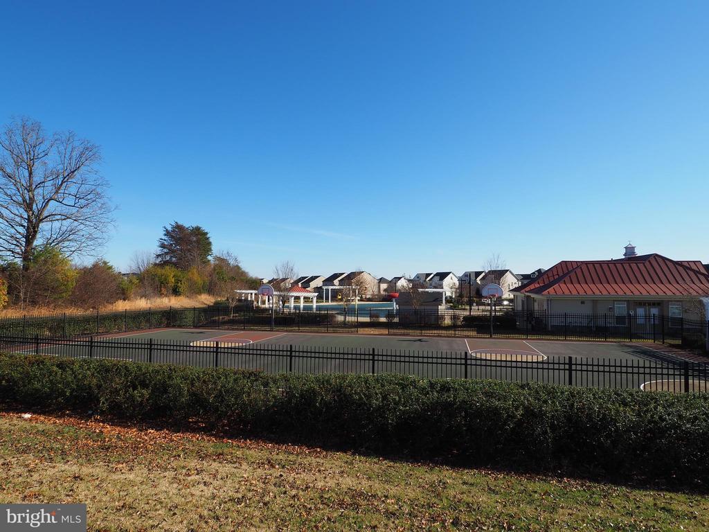 Common Area - across the street - 178 WOODSTREAM BLVD, STAFFORD