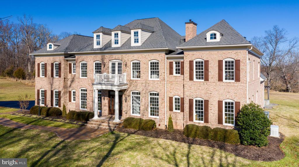 Gorgeous and Stately From Every Direction - 19852 SOMERCOTE LN, LEESBURG