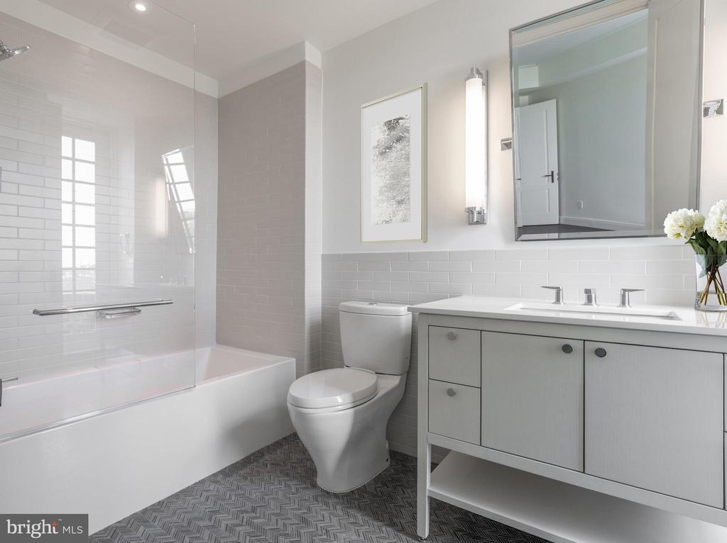 Second Bedroom En Suite Bathroom - 2660 CONNECTICUT AVE NW #7D, WASHINGTON