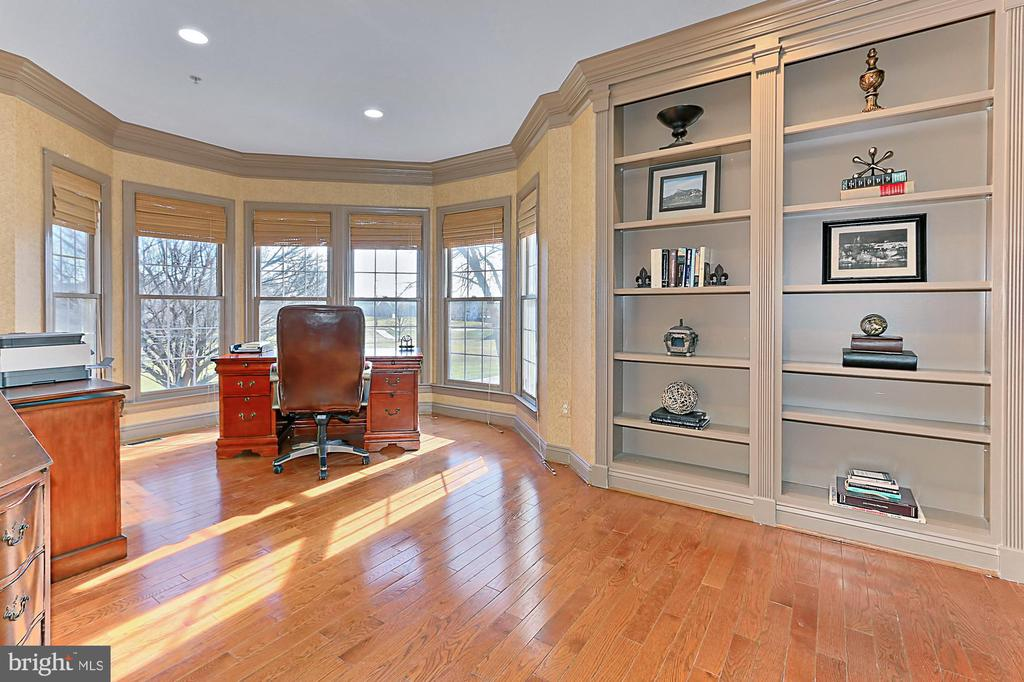Office again with great views of golf course - 18374 KINGSMILL ST, LEESBURG