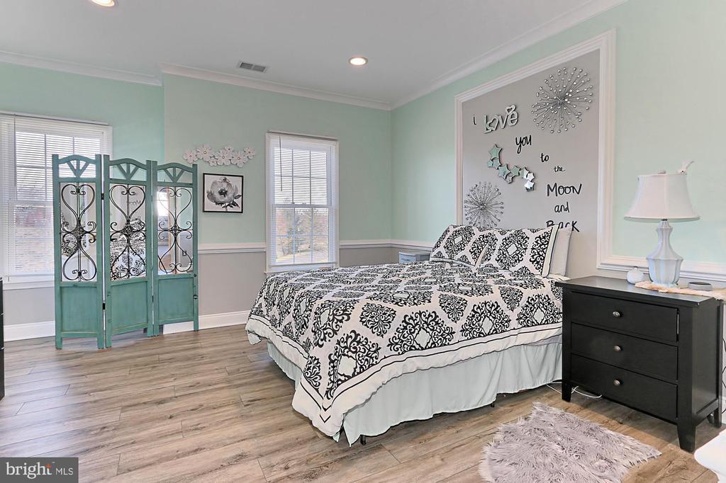 Second bedroom with full bath - 18374 KINGSMILL ST, LEESBURG