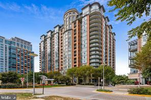 ONE PARK CREST BUILDING. ENJOY A GREAT ATMOSPHERE. - 8220 CRESTWOOD HEIGHTS DRIVE #1818, MCLEAN
