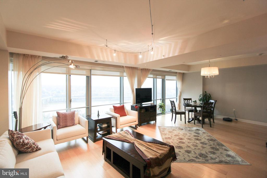 Floor to ceiling windows - 1111 19TH ST N #22012202, ARLINGTON