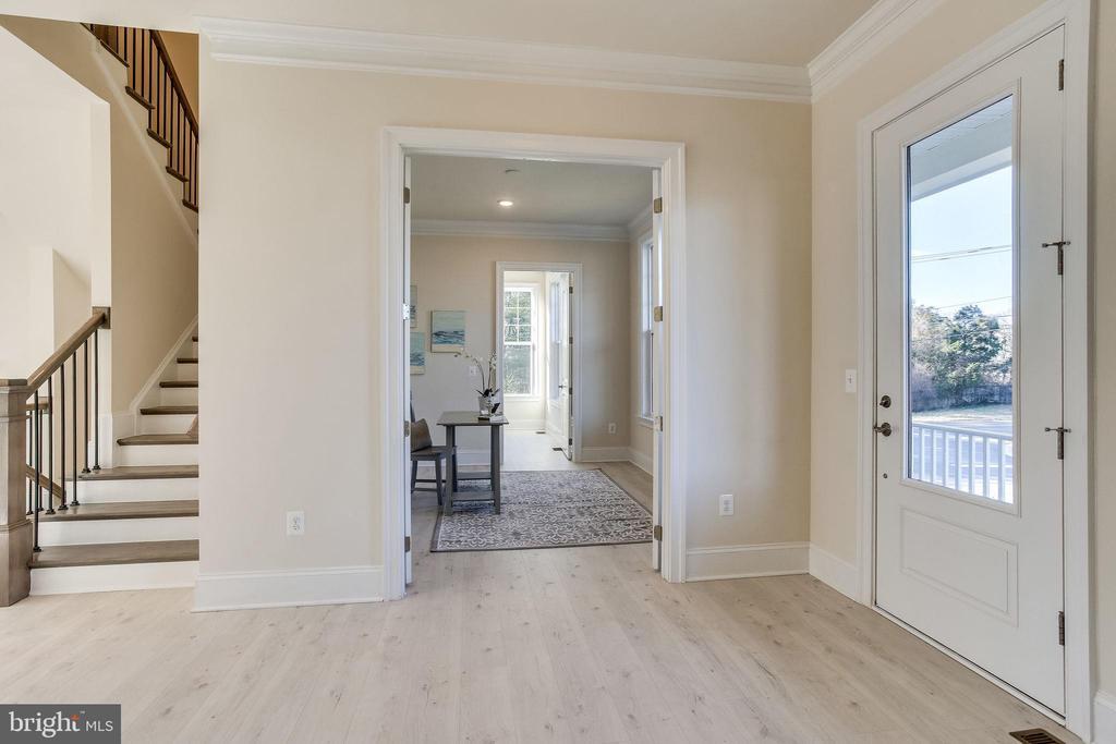 Gracious & open foyer - 1061 MARMION DR, HERNDON
