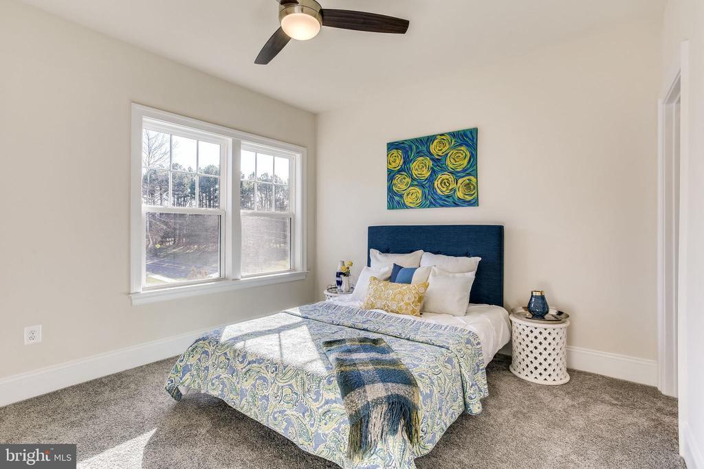 2nd bedroom offers en-suite + walk-in closet - 1061 MARMION DR, HERNDON