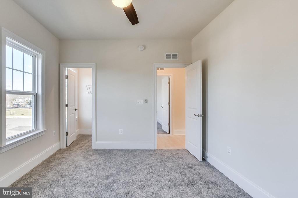 3rd upper level bedroom - 1061 MARMION DR, HERNDON