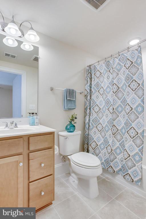 Lower level full bathroom w/tub - 1061 MARMION DR, HERNDON