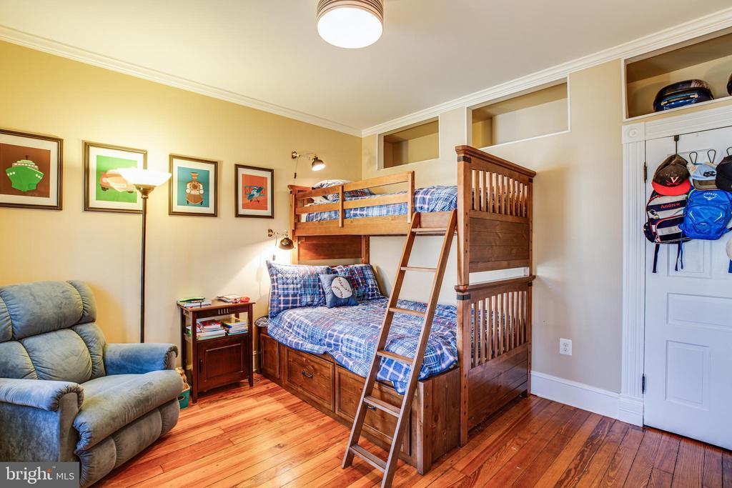 Bedroom #2  w/lots of storage and built ins - 604 HAWKE ST, FREDERICKSBURG