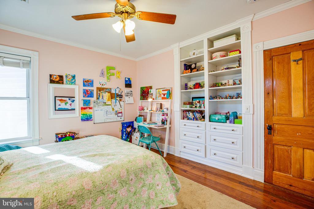 Bedroom #3 w/built ins. - 604 HAWKE ST, FREDERICKSBURG