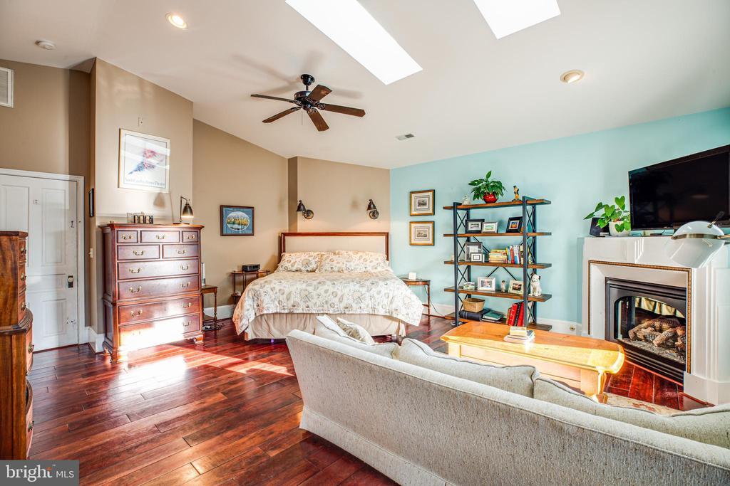 Master bedroom - 604 HAWKE ST, FREDERICKSBURG