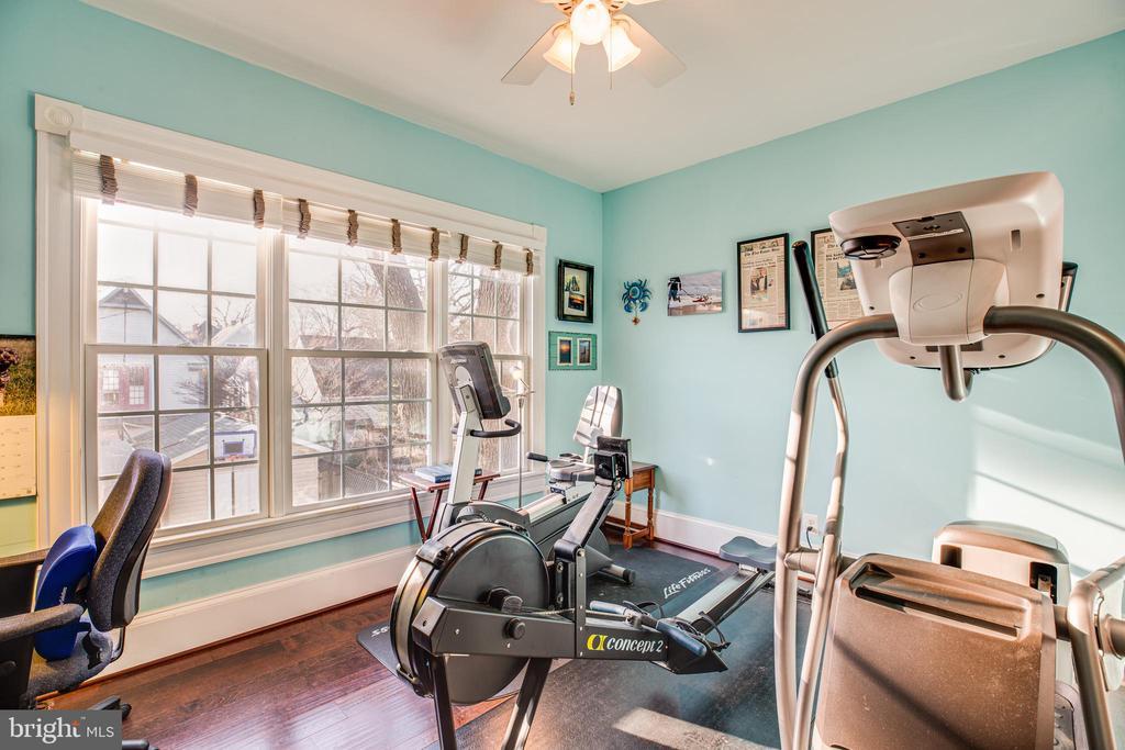 Exercise room/office off of master suite - 604 HAWKE ST, FREDERICKSBURG