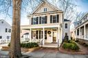 Fabulous updated 1904 Colonial w/front porch - 604 HAWKE ST, FREDERICKSBURG