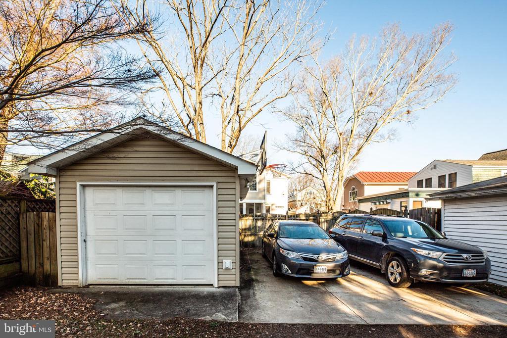 1 car garage and concrete parking  pad for 2 cars - 604 HAWKE ST, FREDERICKSBURG
