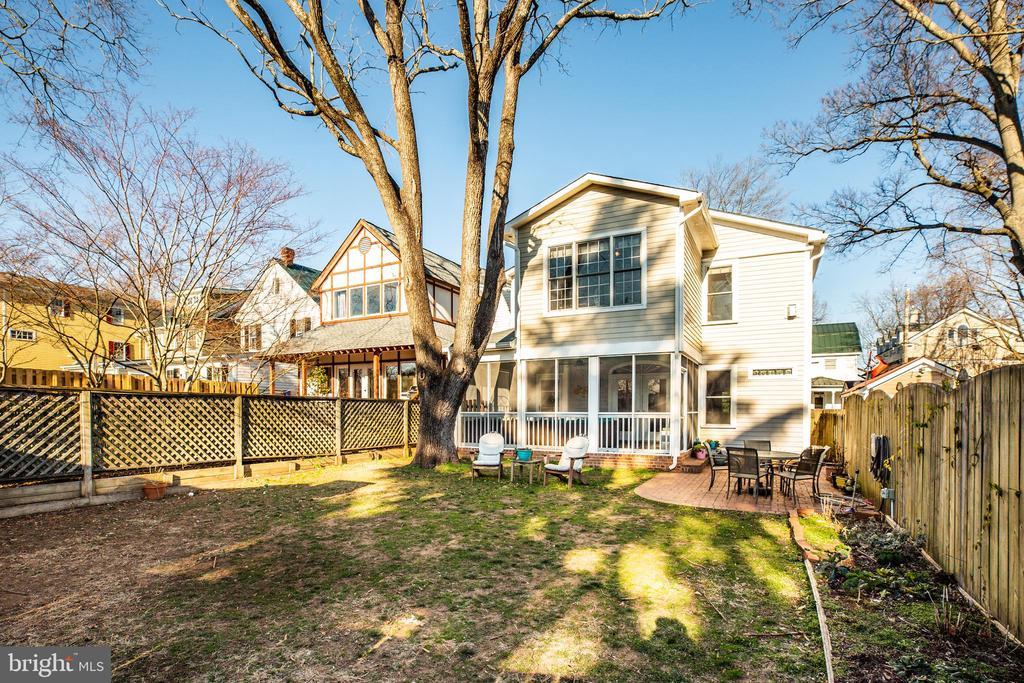 Huge fenced back yard w/screened porch &  Patio - 604 HAWKE ST, FREDERICKSBURG