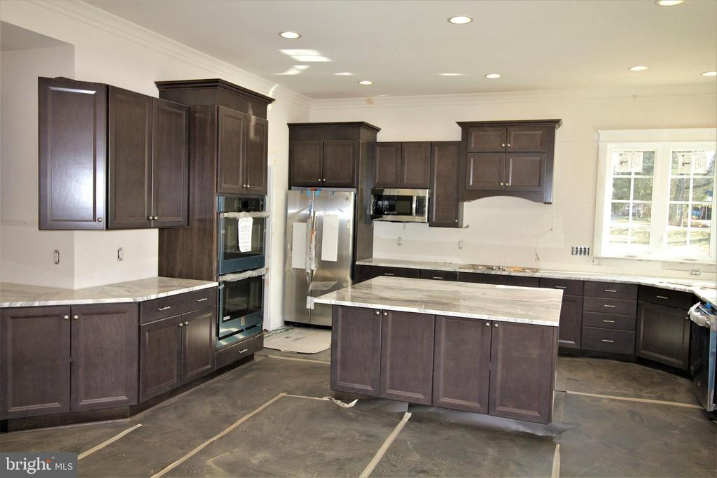 Spacious Kitchen with Rich Maple Cabinets - 9903 MOSBY RD, FAIRFAX