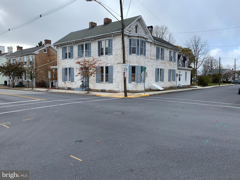 Single Family Homes för Hyra vid 54B NORTH CARLISLE STREET N Greencastle, Pennsylvania 17225 Förenta staterna