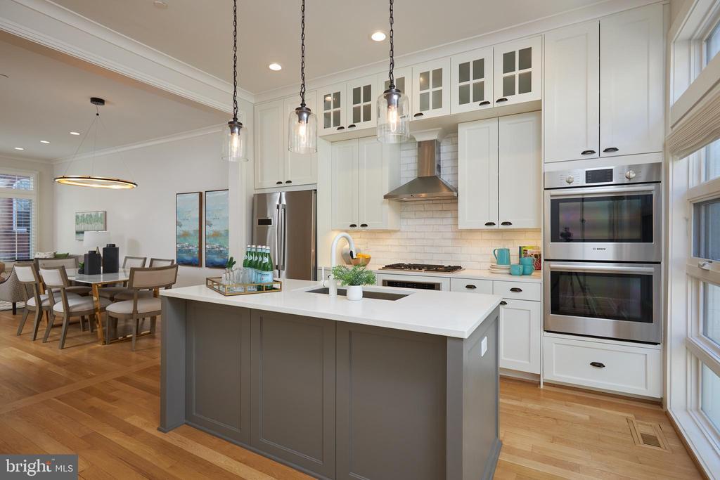 Chic Gourmet  Kitchen w/high end appliances - 419 GUETHLER'S WAY SE, WASHINGTON