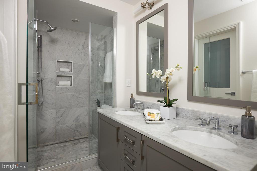 Master En-suite with marble vanity & shower. - 419 GUETHLER'S WAY SE, WASHINGTON