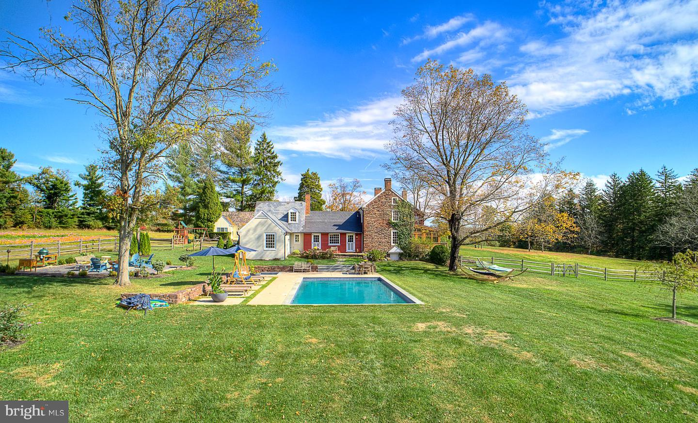 Single Family Homes για την Πώληση στο 6338 CARVERSVILLE Road Pipersville, Πενσιλβανια 18947 Ηνωμένες Πολιτείες