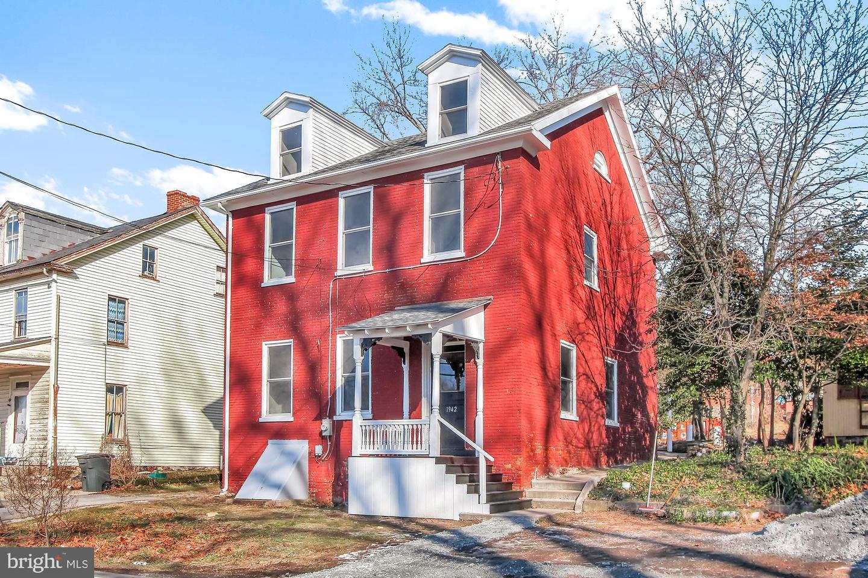 Single Family Homes per Vendita alle ore Washington Boro, Pensilvania 17582 Stati Uniti