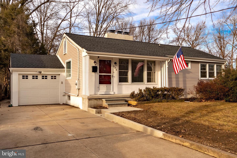 526 SUTHERLAND Road  Ewing, New Jersey 08618 États-Unis