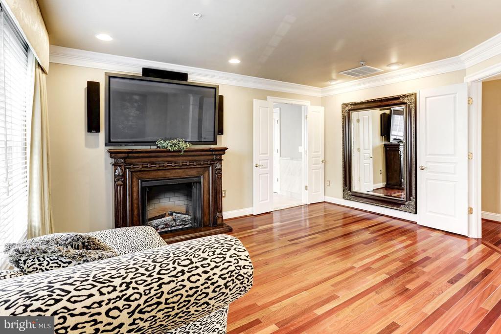 MASTER BEDROOM SITTING ROOM - 201 LONG TRAIL LN, ROCKVILLE