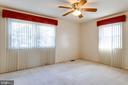 Light & bright master bedroom w/ ceiling fan - 6424 MERIWETHER LN, SPRINGFIELD