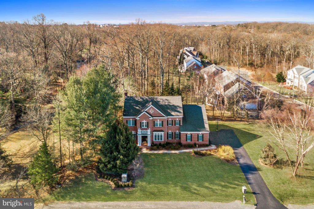 Tucked into Trees for Privacy - 12184 HICKORY KNOLL PL, FAIRFAX