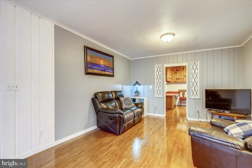 Main level living room - 911 HOLLYWOOD AVE, SILVER SPRING