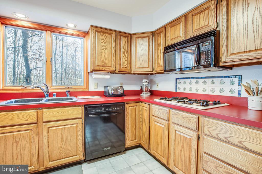 Gas Cooktop & Double Wall Ovens - 7400 BROWNS FARM RD, SPOTSYLVANIA