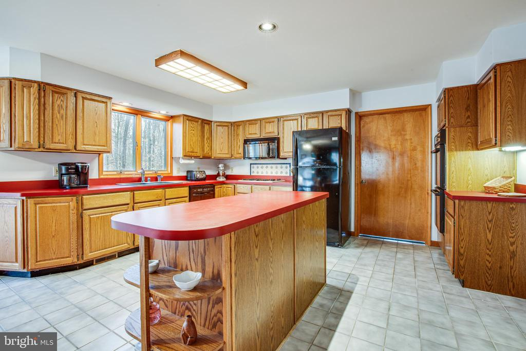 Spacious Kitchen with Center Island - 7400 BROWNS FARM RD, SPOTSYLVANIA