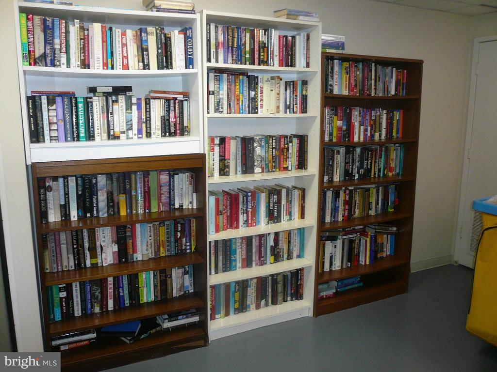 Condo Multipurpose Room Library section - 900 N STAFFORD ST #2015, ARLINGTON