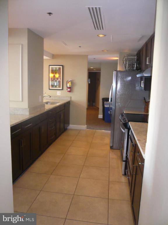 Party Room kitchen - 900 N STAFFORD ST #2015, ARLINGTON