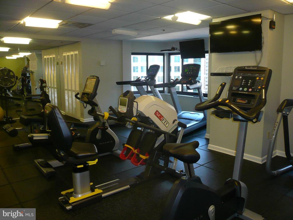 Condo Fitness Room View One - 900 N STAFFORD ST #2015, ARLINGTON