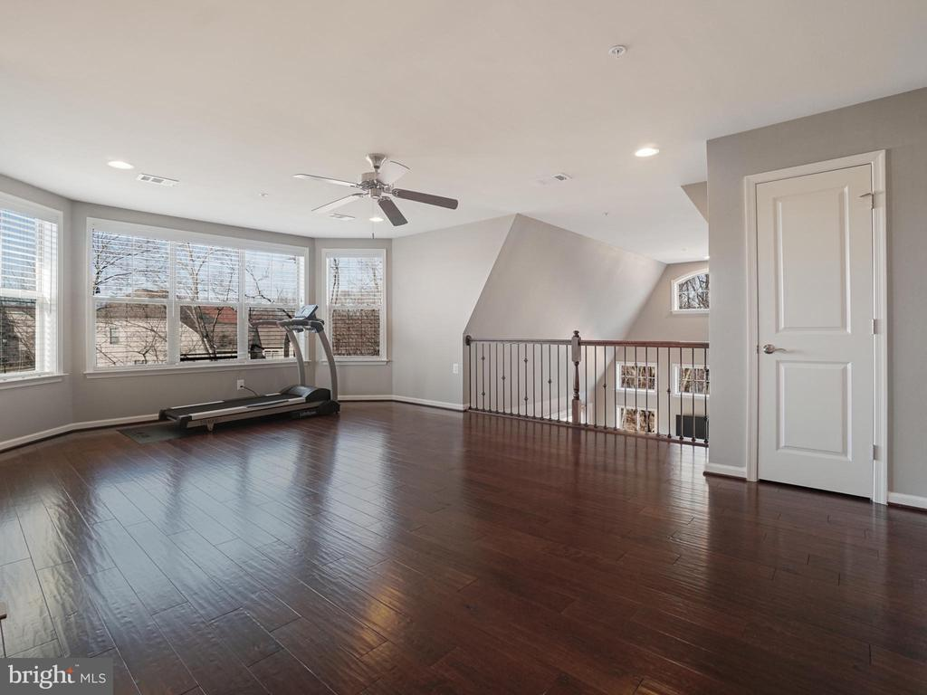 Incredible views from loft - 2952 MILL ISLAND PKWY, FREDERICK
