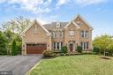 Perfectly sited on a cul de sac lot, walk to town! - 10323 LYNCH LN, OAKTON