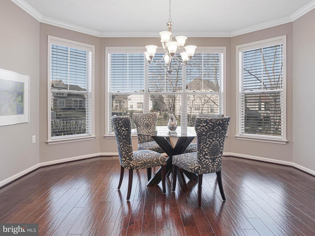 Updated dining room perfect for entertaining - 2952 MILL ISLAND PKWY, FREDERICK