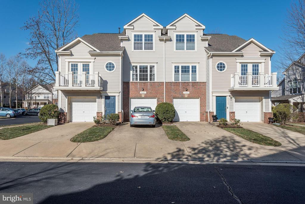 End unit town house - 20387 BIRCHMERE TER, ASHBURN