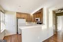 Specious kitchen with breakfast bar - 20387 BIRCHMERE TER, ASHBURN