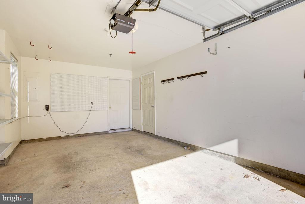 1-car garage with additional storage - 20387 BIRCHMERE TER, ASHBURN
