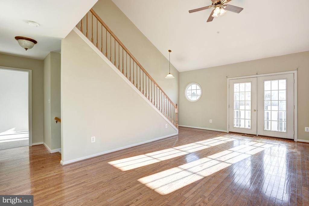 Tons of sunlight in the living room - 20387 BIRCHMERE TER, ASHBURN