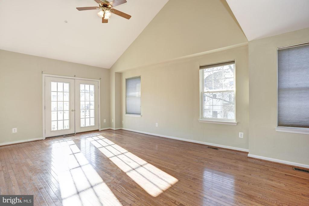 Additional windows from being an end unit - 20387 BIRCHMERE TER, ASHBURN