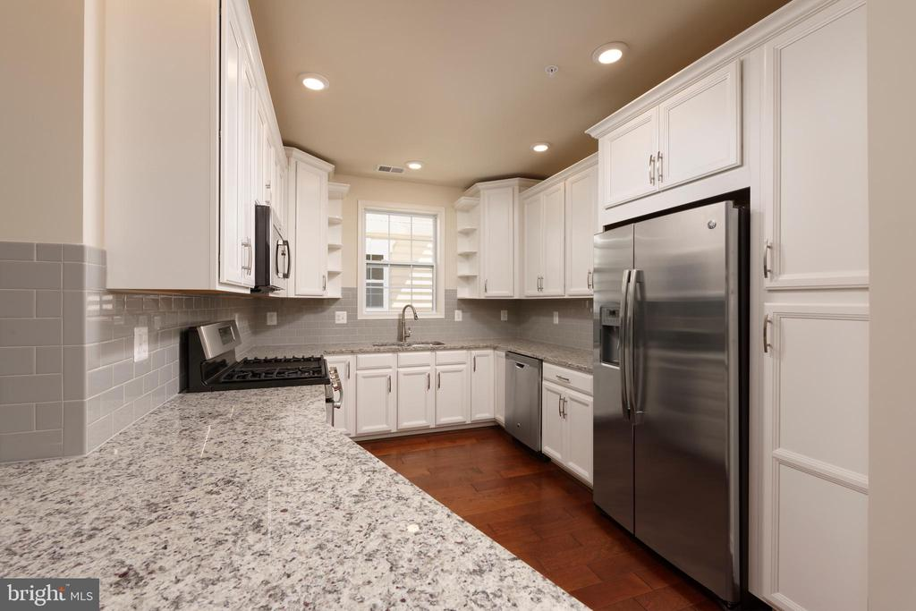 Tennyson Kitchen - 23255 MILLTOWN KNOLL SQ #107, ASHBURN