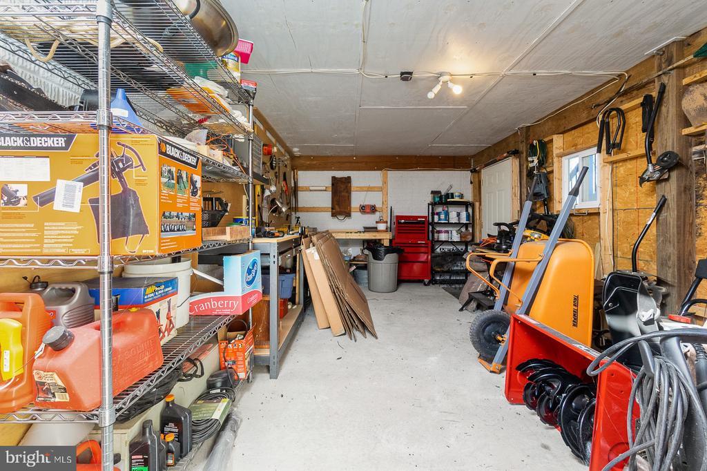 Large Workshop/Storage Area - 1515 JUDD CT, HERNDON