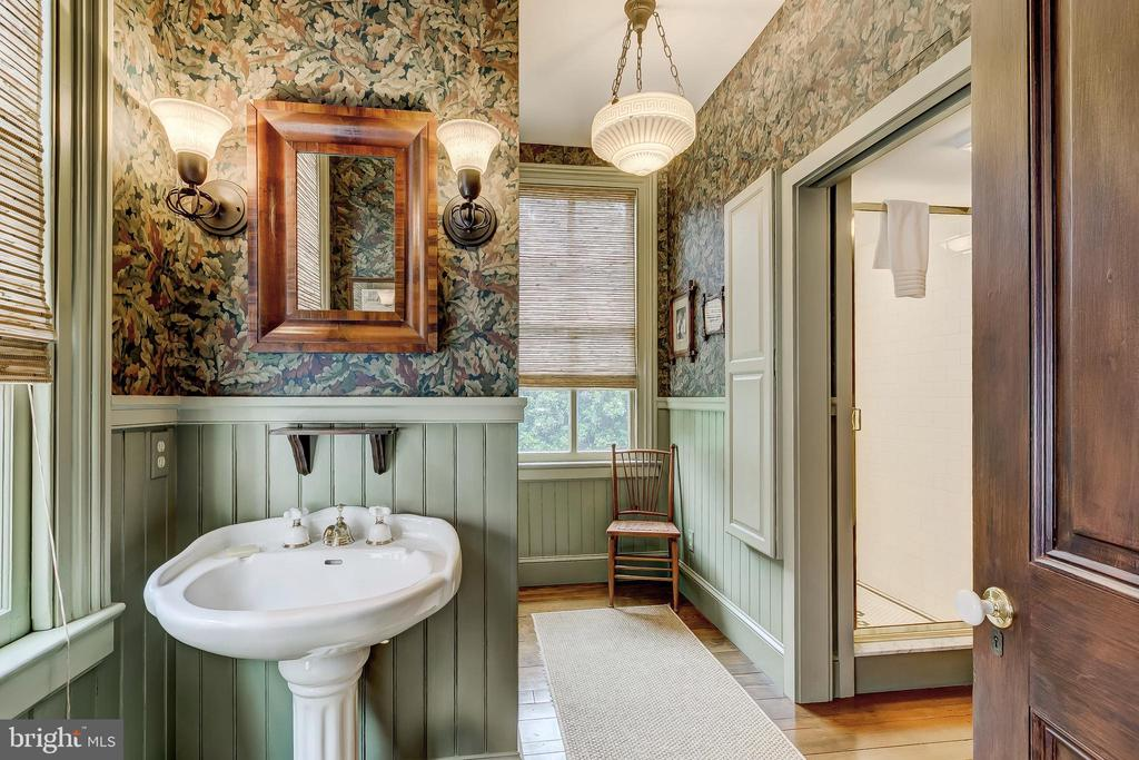 Hall Bath with Laundry - 194 PRINCE GEORGE ST, ANNAPOLIS
