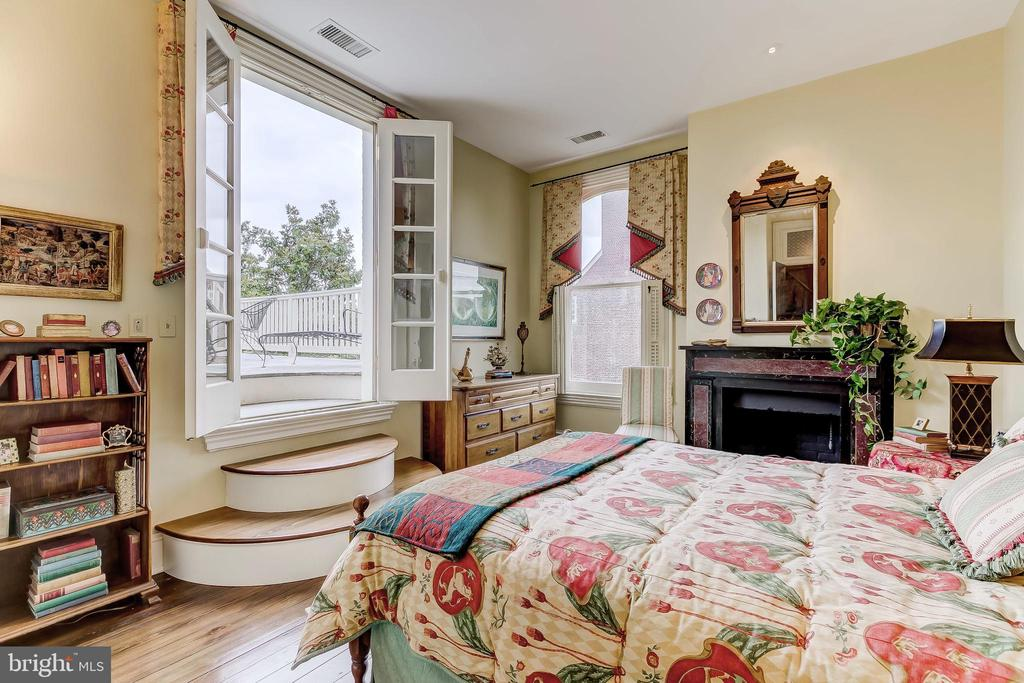Bedroom with French Doors to Roof Deck - 194 PRINCE GEORGE ST, ANNAPOLIS