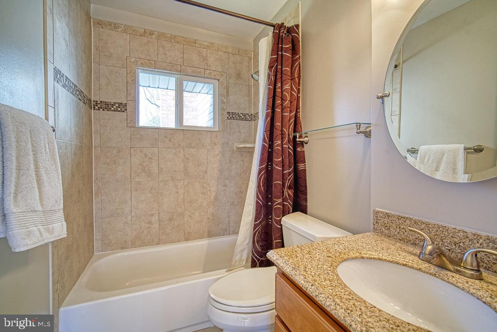 Lower level full bath - 2102 DARTMOUTH DR, ALEXANDRIA